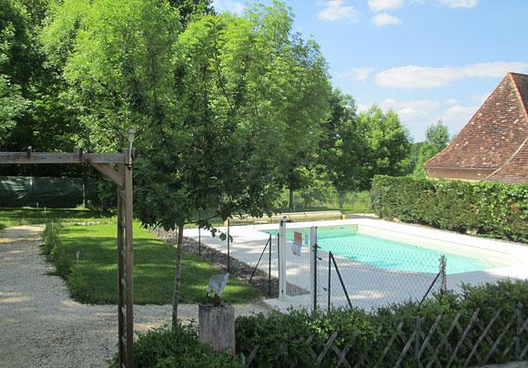 Piscine des locations de gîtes et chambres d'hôtes en Dordogne Périgord à La Douze - Chez Françoise et Jean-Louis