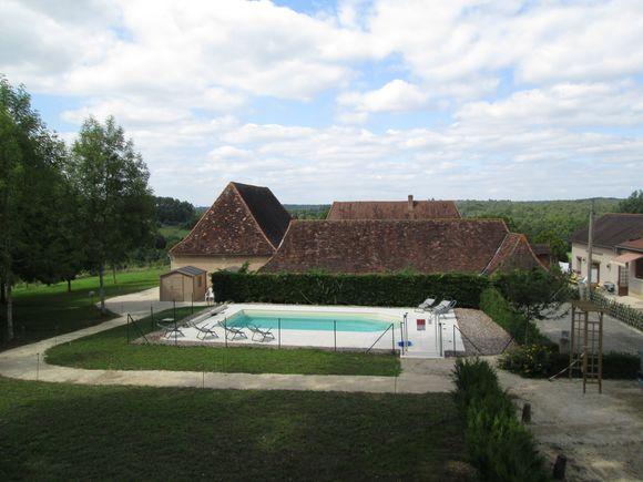 Piscine des gîtes et chambres d'hôtes Chez Françoise et Jean-Louis à La Douze en Dordogne Périgord